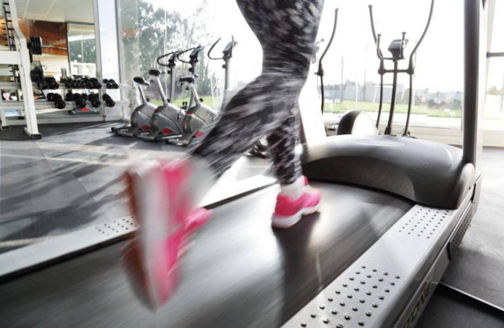 woman running on treadmills