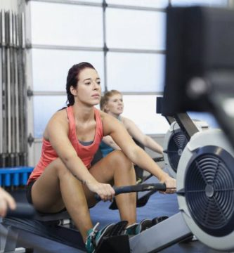 woman using rowing machines
