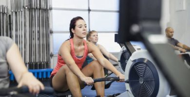 woman using rowing machines